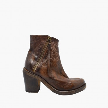 Leather women shoes...