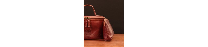 Leather travel accessories small, compact but useful - Officina 66