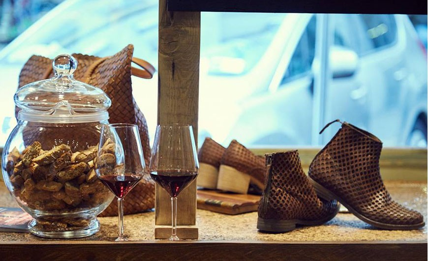 In the products OFFICINA66 you can feel the artisan culture of Tuscany ...as time passes each produkt does not lose, but gains...
